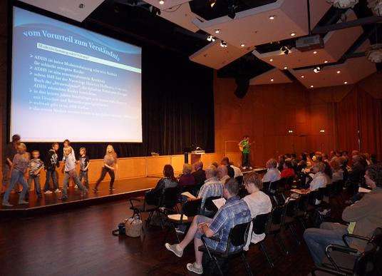 Das Bild zeigt die Veranstaltung in der Mathias-Jakobs-Stadthalle