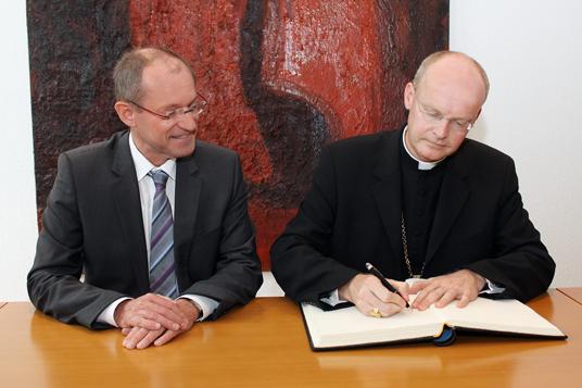 Das Bild zeigt Bischof Franz-Josef Overbeck