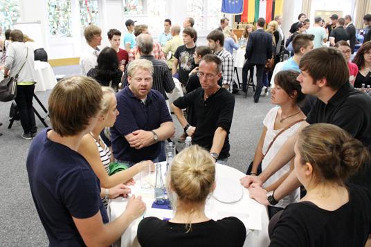 Das Bild zeigt die Teilnehmer der Veranstaltung