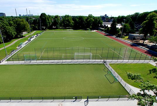 Das Bild zeigt den Fußballplatz an der Hegestraße