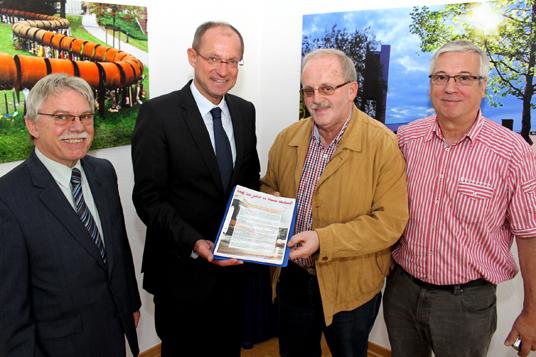 Das Bild zeigt Rudolf Lach, Bürgermeister Ulrich Roland, Rolf Kauls, Friedhelm Horbach