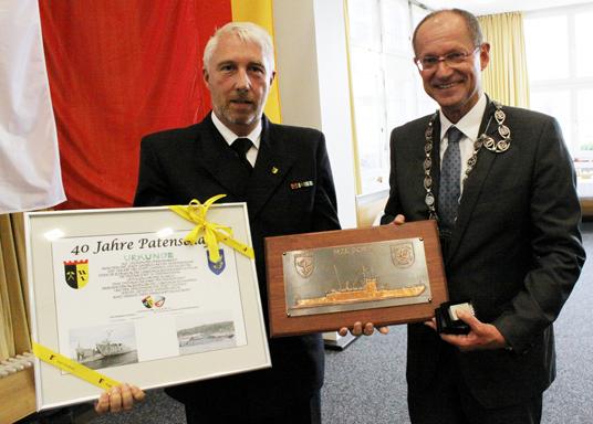 Das Bild zeigt die Patenschaft der Stadt Gladbeck und der Marine