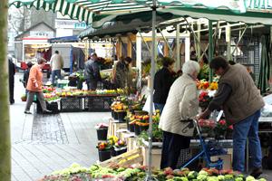 Das Bild zeigt den Wochenmarkt