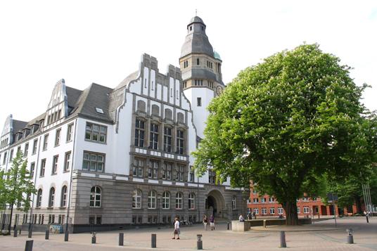 das Bild zeigt das Rathaus