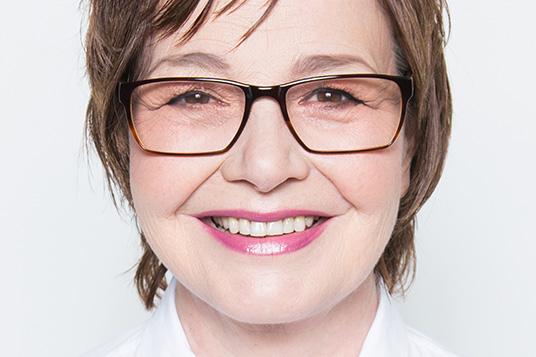 Das Bild zeigt die Kabarettistin Anka Zink
