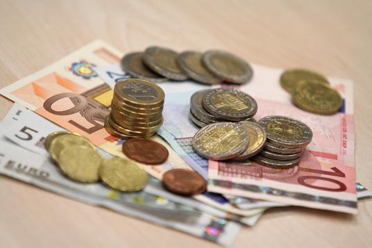 Das Bild zeigt Geld