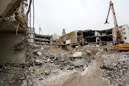 Das Bild zeigt das ehemalige Hertie-Gebäude