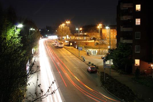 Das Bild zeigt Autoverkehr