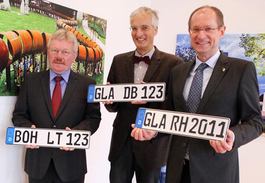 Das Bild zeigt Bocholts Bürgermeister Peter Nebelo, Prof. Dr. Ralf Bochert und Bürgermeister Ulrich Roland