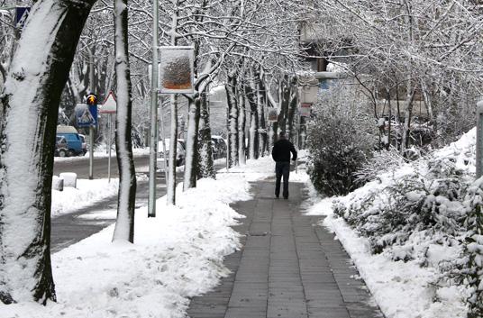 Das Bild zeigt eine Gladbecker Straße im Winter