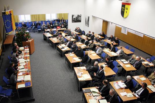 Das Bild zeigt eine Ratssitzung