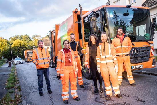 Bürgermeisterin und Betriebsleiterin hospitieren bei der Müllabfuhr