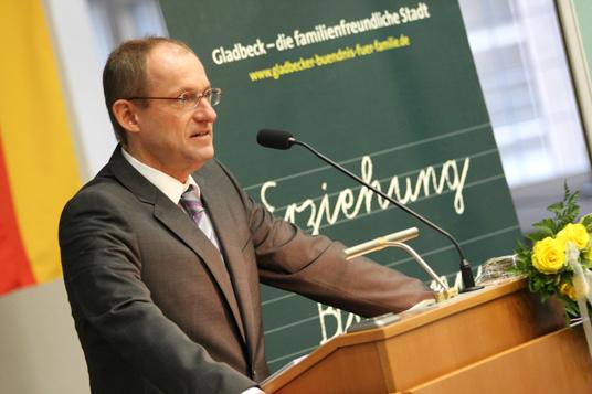 Das Bild zeigt Bürgermeister Ulrich Roland
