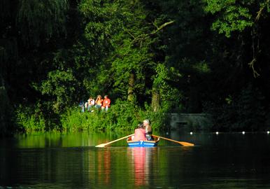 Das Bild zeigt den Bootsverleih in Wittringen