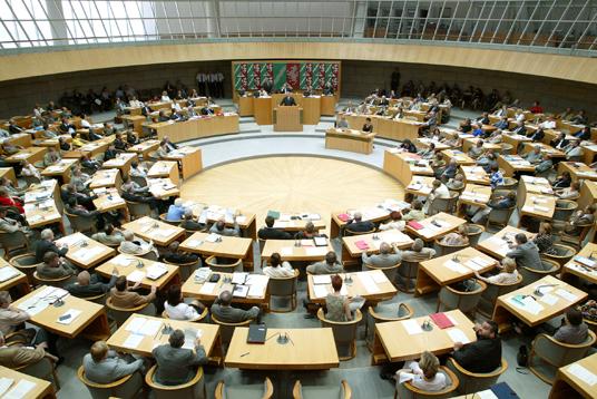 Das Bild zeigt das Plenum des Landtages