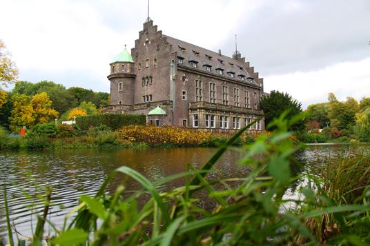 Das Bild zeigt das Wasserschloss Wittringen