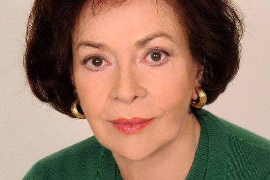 Das Bild zeigt eine Schauspielerin