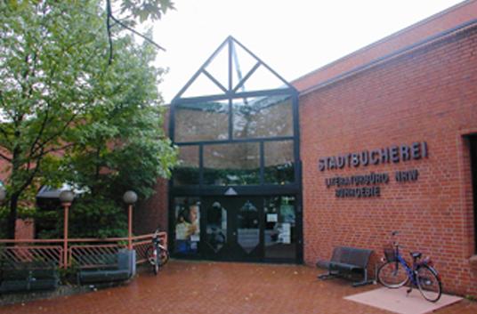 Das Bild zeigt die Stadtbücherei
