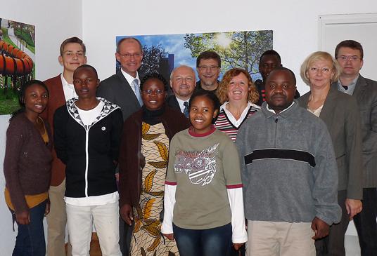 Das Bild zeigt die Gäste aus Sambia