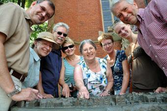 Bild von Stadtführerin mit Gruppe-Foto Sonja Kostersitz