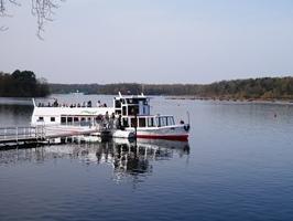 Fahrgastschiff auf dem Stausee