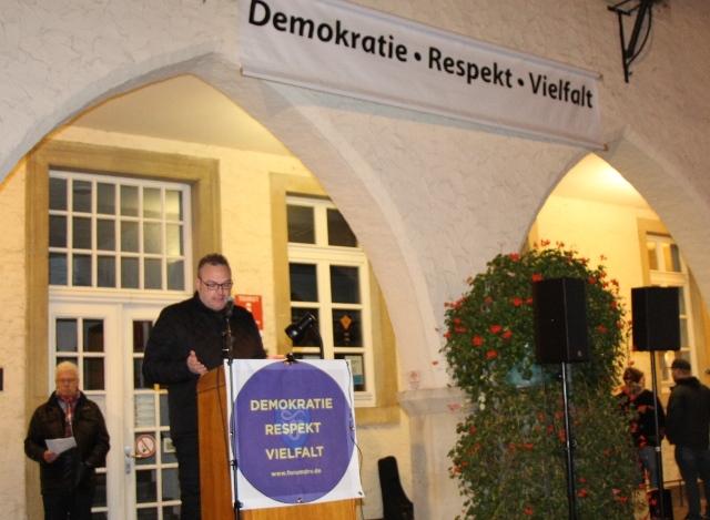 Klare Worte fand Bürgermeister Bodo Klimpel, um auf die Gefahren des Antisemitismus aufmerksam zu machen.