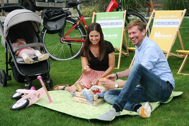 Familie beim Picknick in Haltern am See - Foto Stadtagentur