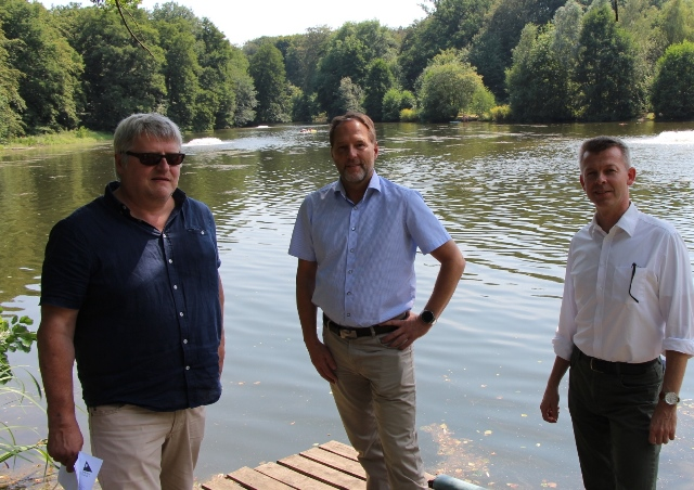 Sie stellten die Belüfter an der Stever vor, v.li. Gerd Becker, Siegfried Schweigmann und Magnus Meckelburg.