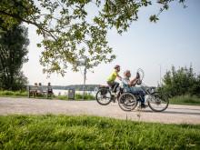 Radfahrer auf der Römer-Lippe-Route am Stausee