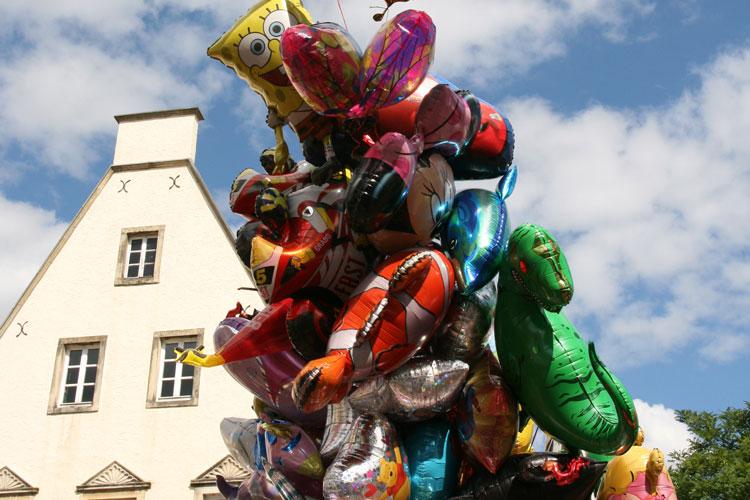 Bunte Ballons vom Heimatfest