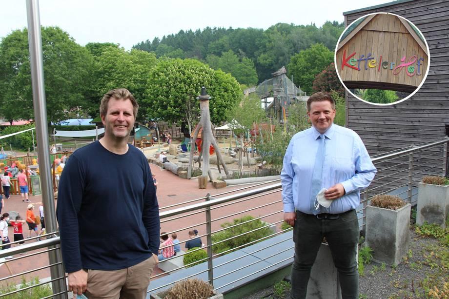Bürgermeister Andreas Stegemann und Johannes Hiltrop