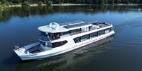 bild vom fahrgastschiff und einem kaffee foto stadtagentur