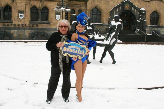 Bernhard Paul und seine Tochter Vivian freuen sich auf die Saisonpremiere von Circus Roncalli in Recklinghausen