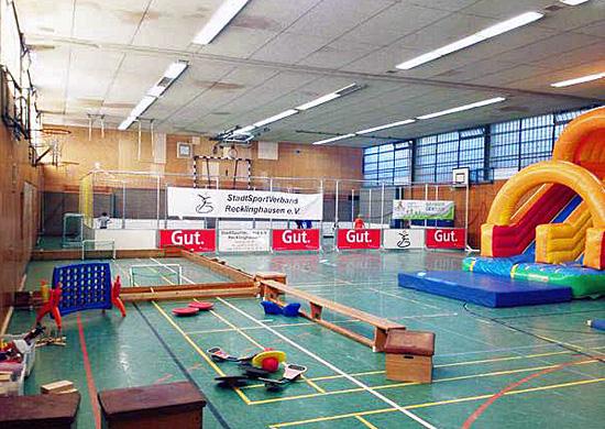 Sporthalle mit Spiel- und Sport-Erlebnisland