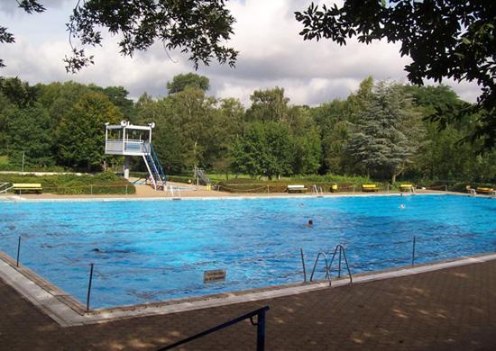 Freibad Mollbeck: Sportbecken mit Aufsichtsturm
