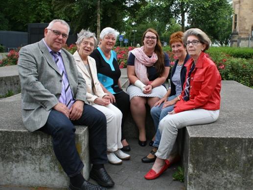 Anne-Katrin Schneider (Mitte) mit dem Seniorenbeiratsvorsitzenden Rudolf Koncet (v. l.) und den vier Stadtteil-Koordinatorinnen Gisela Drießen, Sigrid Meinberg, Irmgard Dieckmann und Bärbel Kunert.