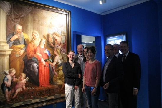 Sie stellten das alte neue Gemälde vor (v. l.): Dr. Angelika Böttcher, Georg Möllers, die Restauratorinnen Martina Kerkhoff und Diana Vogel, Dr. Hans-Jürgen Schwalm, Dr. Matthias Kordes und Dr. Peter Lucke (Sparkasse Vest).