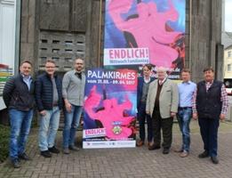 Pressefoto: Vertreter der Stadtverwaltung und des Schaustellervereins informierten über die Palmkirmes 2017.