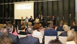 Pressefoto: Vierte Altstadtkonferenz: Vertreter der Stadt Recklinghausen und der Quartiere diskutierten vor dem Publikum.