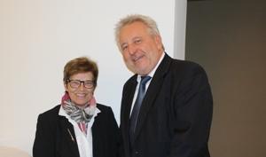 Pressefoto: Personalchef Gilbert Eßers, r., geht in den Ruhestand. Petra Janczak , l., wird seine Nachfolgerin.