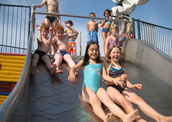 Kinder im Freibad