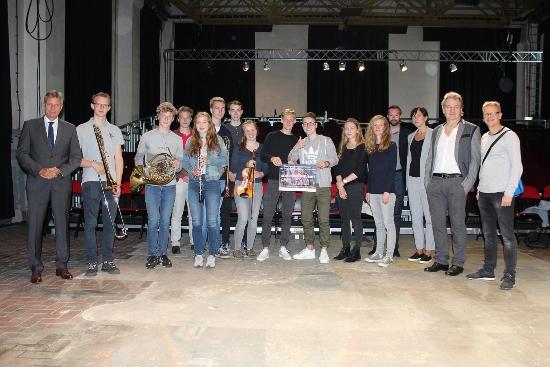 JSO.jpg - Die Jugendlichen des Jugendsinfonieorchesters Recklinghausen stellten Bürgermeister Christoph Tesche, l., ihr Projekt vor.
