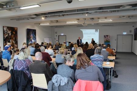 Pressefoto - Veranstaltung; Erster Beigeordneter Georg Möllers - l.- und Jugendamtsleiter Volker Hülsmann begrüßten die Teilnehmer.