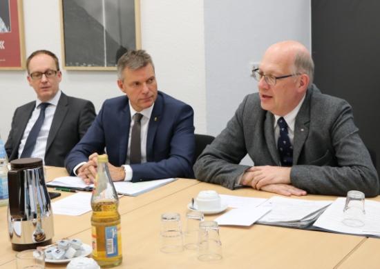 Bürgermeister Tesche mit Vertretern der Deutschen Bahn