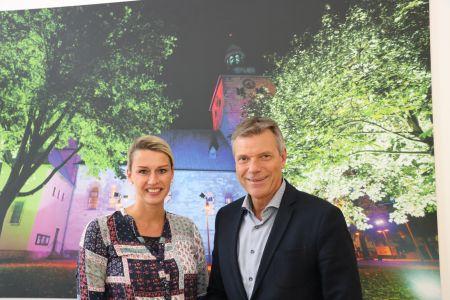 Bürgermeister Christoph Tesche begrüßte die neue Vereinsvorsitzende Kathrin Schlüter zu einem Meinungsaustausch über die Probleme und Perspektiven des Tierheims an der Waldstraße. Foto Stadt RE