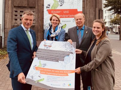 Sie hoffen auf viele KandidatInnen, die sich für das neue Kinder- und Jugendparlament bewerben: Christoph Tesche, Maja Wolt, Georg Möllers und Katharina Welslau  Foto -  Stadt RE