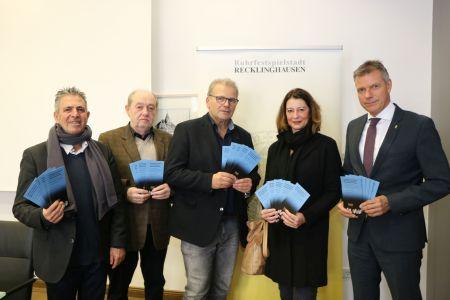 Sie hoffen auf eine rege Beteiligung der RecklinghäuserInnen am kommenden Sonntag -  Isaac Tourgman, Dr. Mark Gutkin, Uwe Suberg, Bettina Kollecker und Christoph Tesche. Foto - Stadt RE