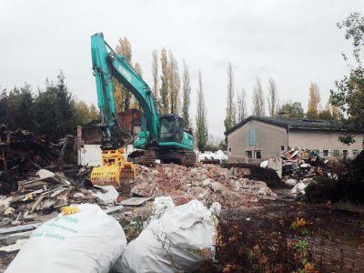 Pressefoto - Die Gebäude auf dem östlichen Teil des Geländes der ehemaligen Trabrennbahn werden abgerissen, um den Weg für das neue Wohngebiet freizumachen.