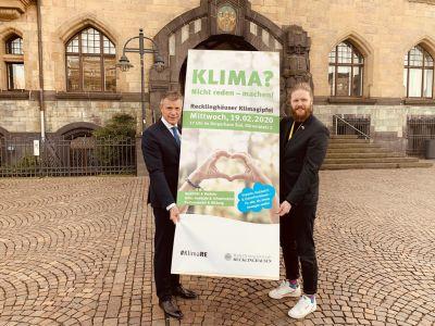 Pressefoto: Bürgermeister Christoph Tesche und Nahmobilitätskoordinator David Knor (v. l.) freuen sich schon auf den bevorstehenden Klimagipfel. Foto: Stadt RE