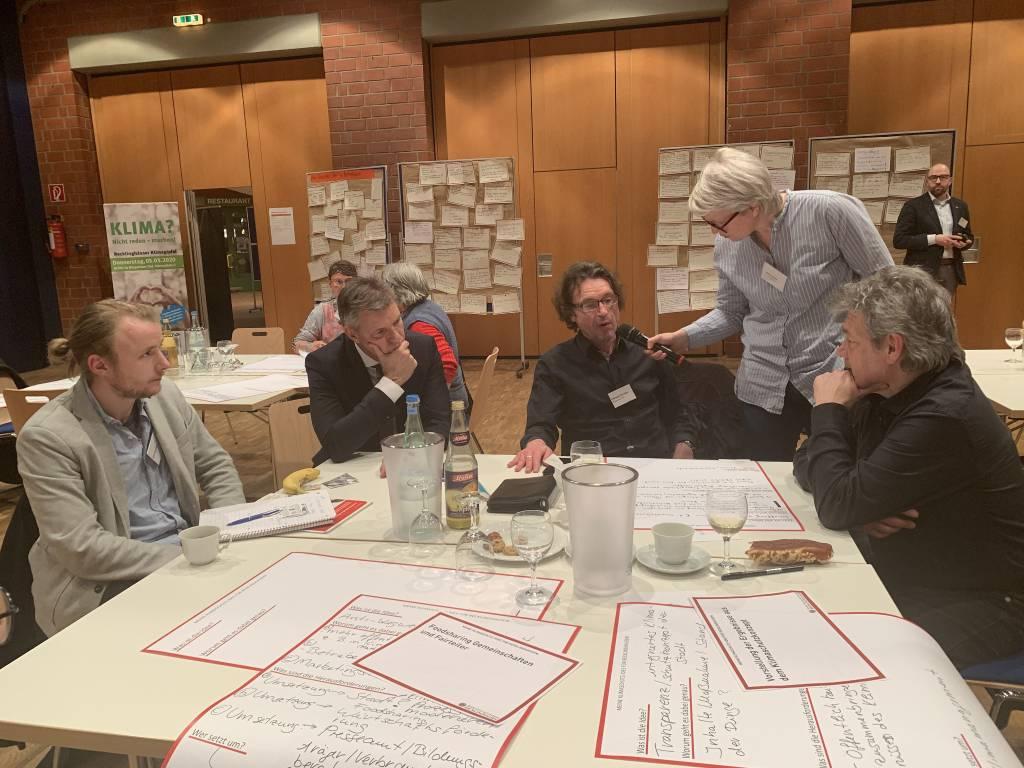 Auch Bürgermeister Christoph Tesche (2.v.l.) beteiligte sich an den Diskussionen beim ersten Forum des Klimagipfels. Foto: Stadt RE
